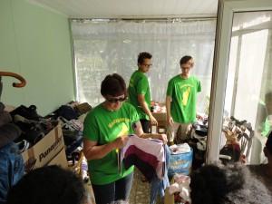 2014-07-11  Kleiderverteilung an Familien (18)
