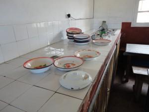 2014-07-12  Kleiderverteilung im Kinderheim (107)