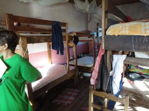 2014-07-12  Kleiderverteilung im Kinderheim (14)