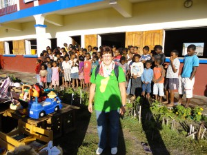 2014-07-12  Kleiderverteilung im Kinderheim (22)
