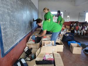 2014-07-12  Kleiderverteilung im Kinderheim (33)