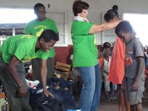 2014-07-12  Kleiderverteilung im Kinderheim (42)