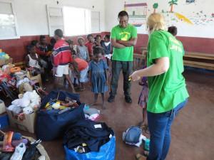 2014-07-12  Kleiderverteilung im Kinderheim (48)