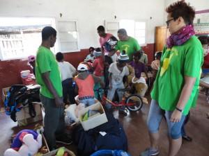 2014-07-12  Kleiderverteilung im Kinderheim (51)