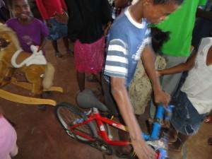 2014-07-12  Kleiderverteilung im Kinderheim (52)