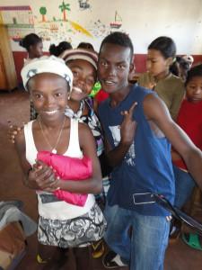 2014-07-12  Kleiderverteilung im Kinderheim (56)