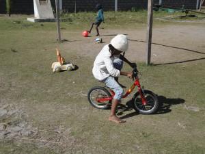 2014-07-12  Kleiderverteilung im Kinderheim (75)