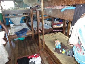 2014-07-12  Kleiderverteilung im Kinderheim (83)