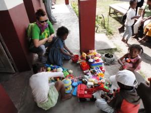 2014-07-12  Kleiderverteilung im Kinderheim (88)