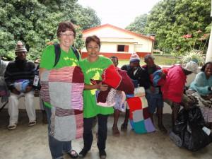 2014-07-15  Kleiderverteilung im Lepra-Dorf (21)