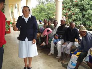2014-07-15  Kleiderverteilung im Lepra-Dorf (26)