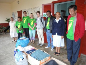 2014-07-15  Kleiderverteilung im Lepra-Dorf (4)