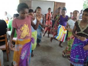 Danse des jeunes filles de l'Akany Avotra